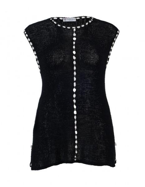 Handgearbeitetes Stricktop in schwarz mit weißem Seidenband